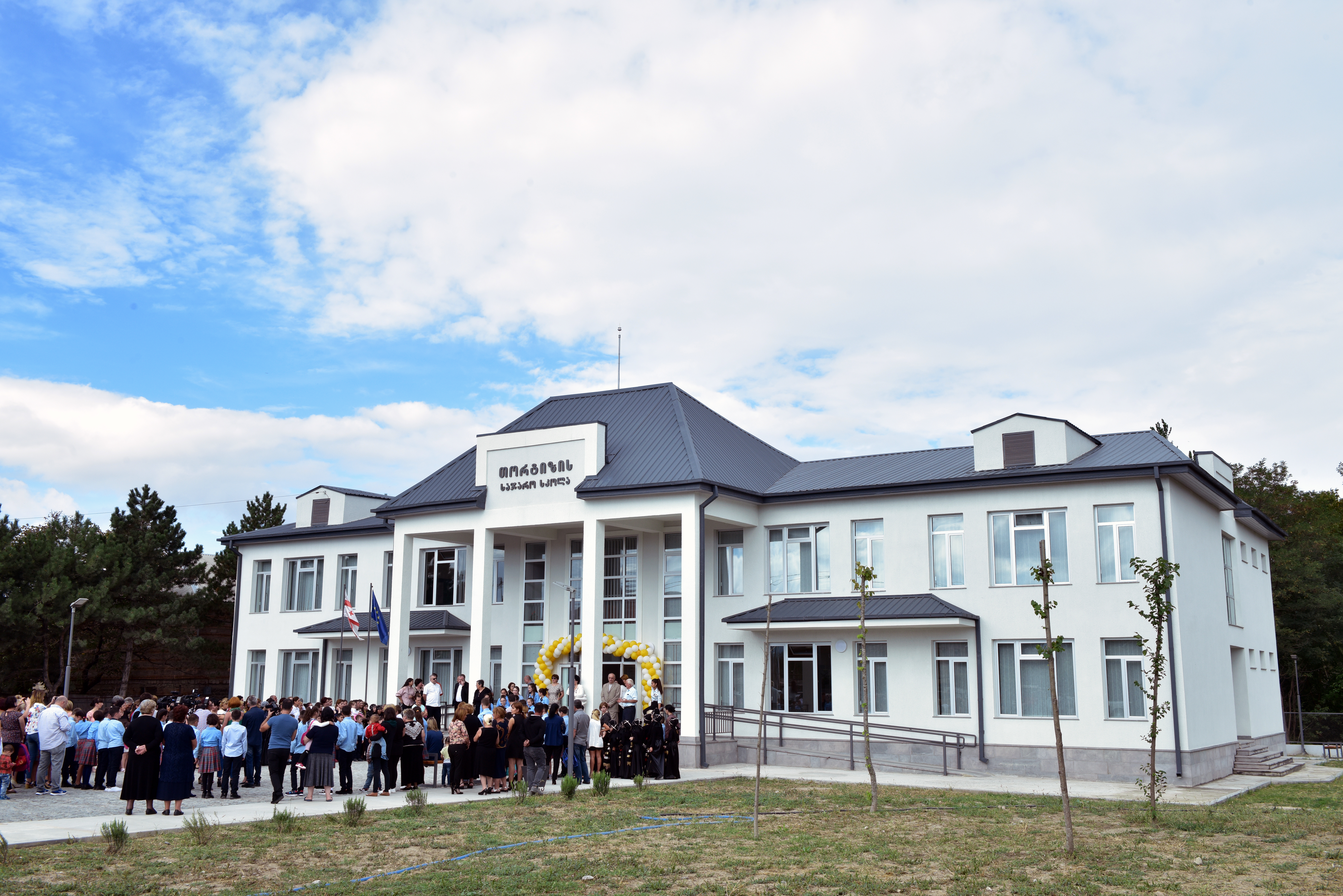 გორის მუნიციპალიტეტის სოფელ თორტიზაში ახალი სკოლა გაიხსნა